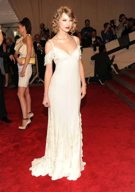 taylor swift white dress at wedding fashion personalities when in doubt