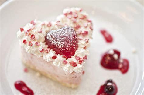 valentinstag kuchen in herzform valentinstagsrezept erdbeercremet 246 rtchen at