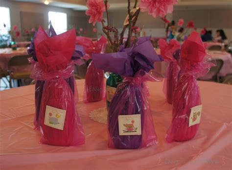 Ideas For Baby Shower Prizes by Baby Shower Prizes For Guests To