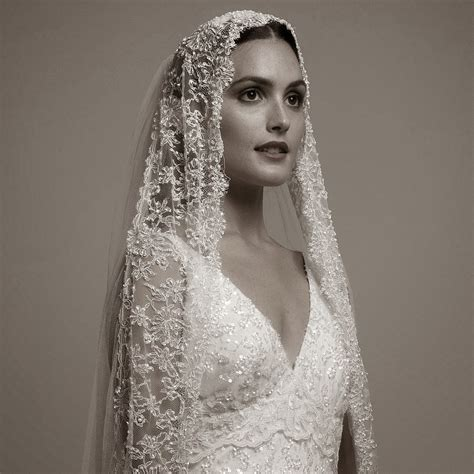 1000  ideas about Spanish Veil on Pinterest   Mantilla