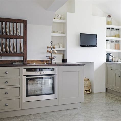 putty colored kitchen cabinets pin by angela becker on the kitchen redo pinterest