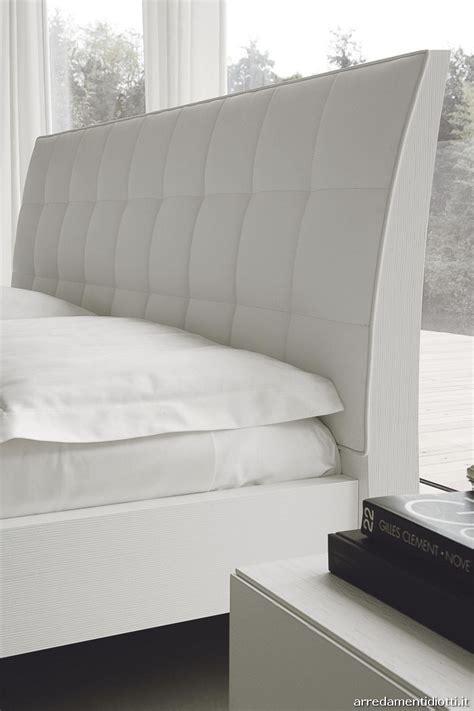 smacchiare materasso letto in pelle pulire la pelle smacchiare