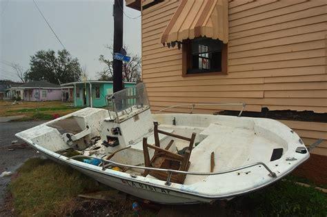 boat house 19 slideshow 488 19 a boat no la 6751 af parked at a corner