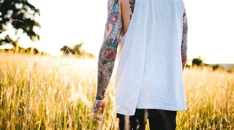 best sunscreen for tattoos best sunscreen for tattoos in 2018