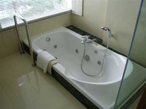 bathtub glaze repair bathtub reglazing los angeles mega reglazing