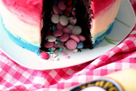 pinata kuchen pinata schoko kuchen mit himbeeren und eierlik 246 r