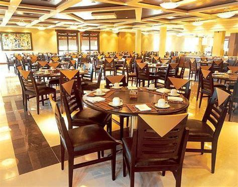 Hotel Dining Tables And Chairs Hotel Dining Table Set In Mumbai Maharashtra Pavit Furniture