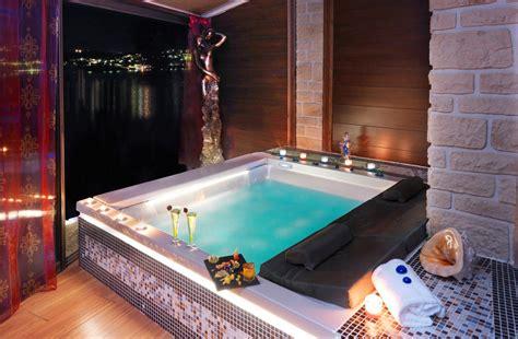 hotel avec piscine et dans la chambre chambre luxe avec