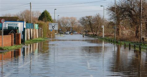 thames river news two new flood warnings take river thames total to 14 in
