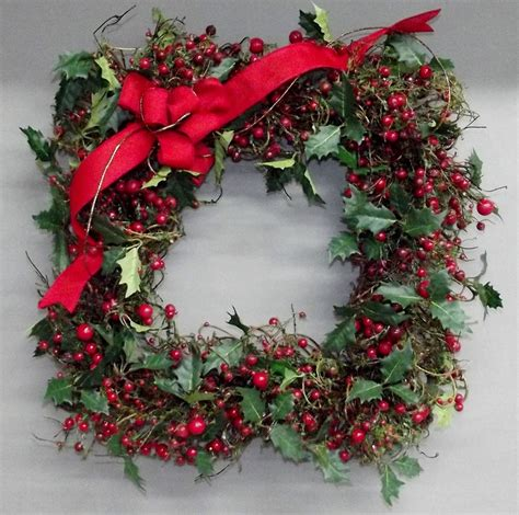 square holly berry christmas wreath christmas crafts