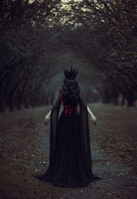 libro gothic dark fantasy dystopian treasures