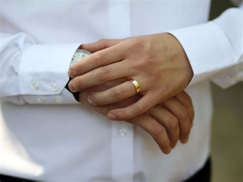 why men shouldn t wear rings business insider