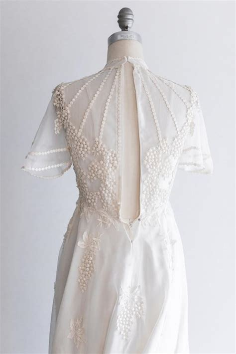 Dress Import 26027 White Floral Chiffon Dress 1970s white chiffon gown with flower embroidery s g o s s a m e r