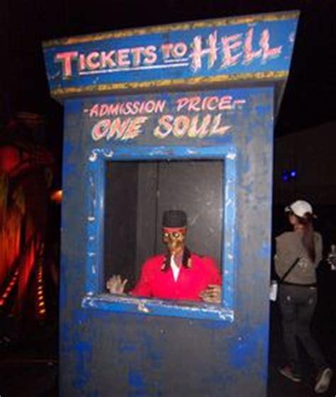 fabulous clown for maze carnevil search halloweeen