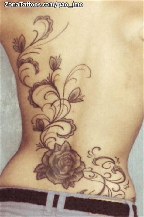 tatuaje de enredaderas rosas espalda