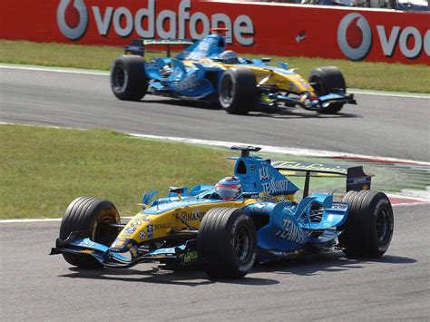 2006 renault f1 r26 front and side duo 1920x1440