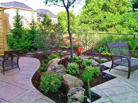 And stone floor tiles plus wire fence ideas backyard garden design