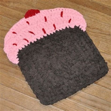 cupcake rugs pink frosting and chocolate cake crochet cupcake rug all things cupcake