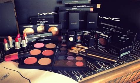 Make Up Lengkap Mac my mac makeup kit i got at school today i m in mac makeup course makeup