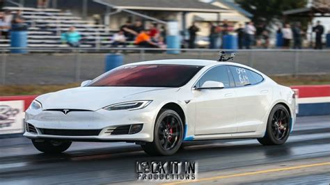 tesla drag tesla p100d competes with drag cars in racing competition