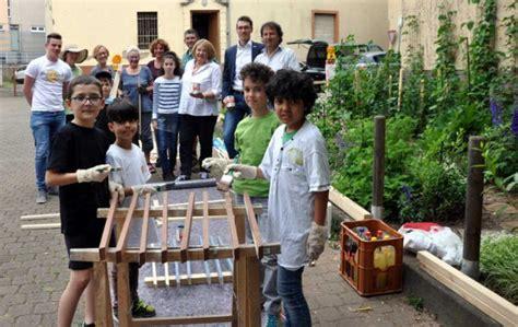 Kleines Cafe Bad Kreuznach by Bad Kreuznach Flei 223 Ige Kleine Handwerker Streichen Zaun
