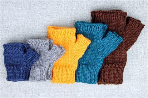 simple pattern fingerless gloves simple fingerless glove knitting pattern purlsandpixels