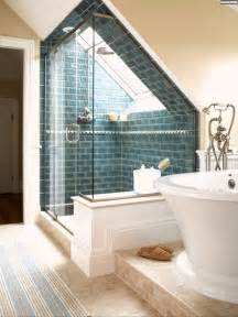 badezimmer ideen ideen badezimmer mit dachschr 228 ge blau backstein