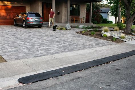 how to make rubber st at home homecrunch a and easy driveway apron thumbs up