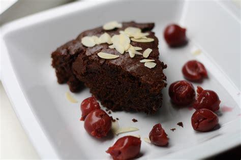 kuchen schokolade kuchen schokolade kirsche appetitlich foto f 252 r sie