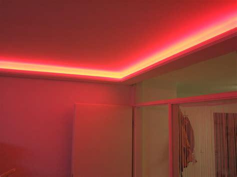 stuck günstig ideen f 252 r schlafzimmer in violett