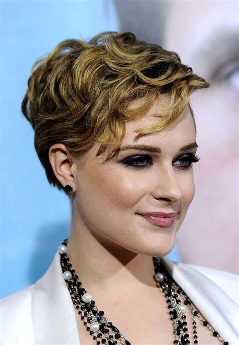 short layered hair styles with soft waves latest popular layered hairstyles for women hairstyles