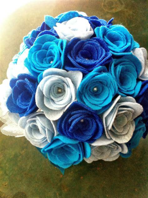 imagenes de flores turquesas ramo de fieltro rosas en tres tonos azules bodas y