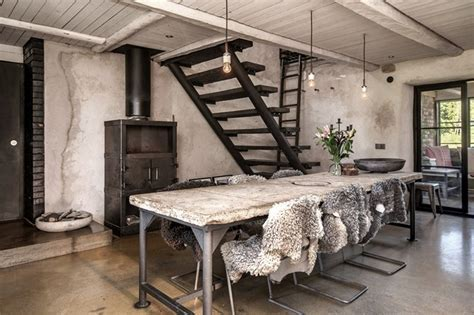 Concrete elements in a country home   Hall of Homes