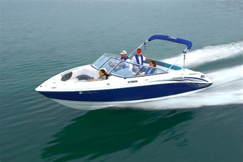 boat safety requirements sa going out on the water take boating precautions seely