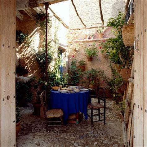 best 25 atrium garden ideas on pinterest atrium house atrium and indoor courtyard best 25 small garden table ideas on pinterest small