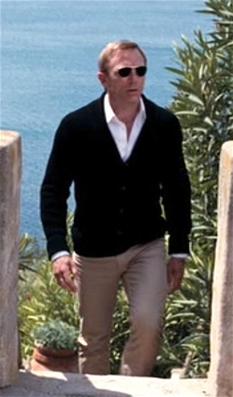 Quantum Of Solace Wardrobe bond style bond relaxes in quantum of solace bamf style