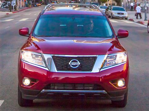 2016 nissan pathfinder 2016 nissan pathfinder price photos reviews features