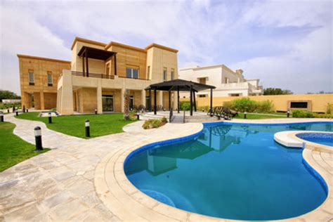 house to buy in dubai top 10 factors to consider when buying villa in dubai emirates 24 7