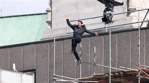 tom cruise s stunt slammed into building the day