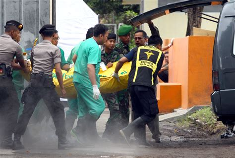 airasia victims search for airasia plane reveals large objects on ocean