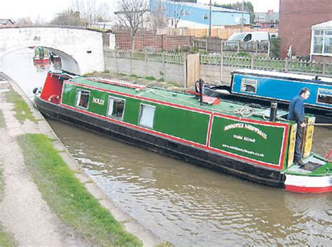 sides of a boat called holidaymaker steals narrow boat and makes escape at 4mph