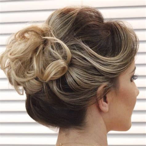 hair in a bun with short hair for black women 40 quick and easy short hair buns to try