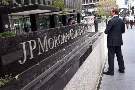 jp in mumbai jpmorgan should name chairman to ceo iss advises