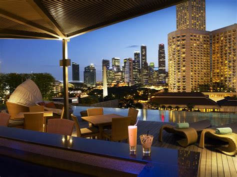 Roof Top Bar Singapore by Three Great Hotels In Singapore