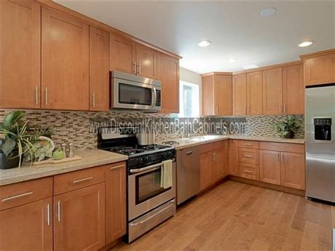 maple shaker kitchen cabinets maple shaker cabinets but exle of a floor that matches closely elizabeth s opinion
