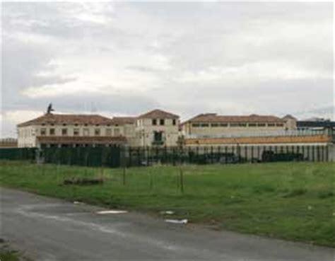 casa circondariale cosenza calabria penitenziaria carcere di cosenza sit in di protesta