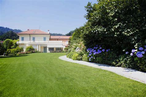 con giardino giardino con piscina giardino e ovale x cm with giardino