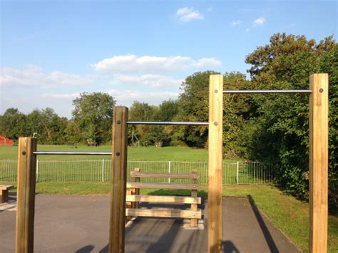 how to build a outdoor free standing pull up bar