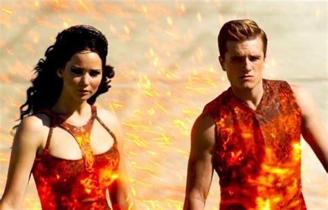 la habitacin en llamas los juegos del hambre en llamas trailer oficial 2 subtitulado full hd youtube
