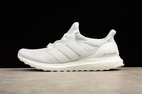 Adidas Ultra Boost 4 0 Black White Sepatu Jalan Pria Olahraga Premium adidas ultra boost 4 0 white glow in the for sale newest yeezy